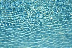 游泳池水波纹 免版税库存照片