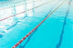 游泳池清楚的水  免版税图库摄影
