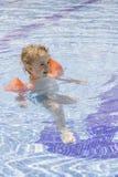 游泳池的孩子 免版税图库摄影