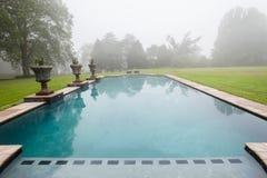 游泳池薄雾风景 免版税库存图片