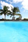 游泳池视图  免版税库存照片