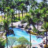 游泳池边在菲律宾 库存照片