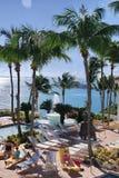 游泳池边放松波多黎各 库存照片