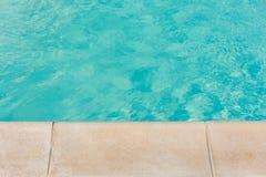 游泳池边界 免版税库存图片