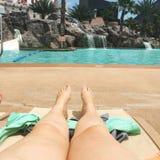游泳池边视图 图库摄影