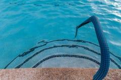 游泳池边 免版税图库摄影