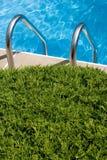 游泳池边 库存照片
