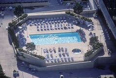 游泳池鸟瞰图  免版税库存图片