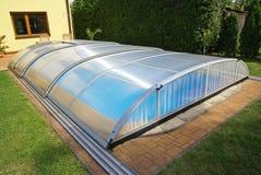 游泳池,庭院,屋顶,风雨棚 免版税库存照片