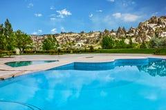游泳池, Goreme,卡帕多细亚,土耳其安纳托利亚 免版税库存图片