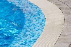 游泳池-清楚的大海细节 免版税库存图片