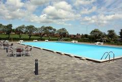 游泳池 免版税库存照片