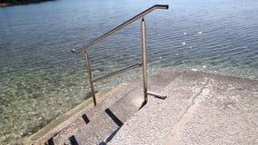 游泳的在海滩的扶手栏杆和台阶海 钢扶手栏杆,游泳,蓝色海,海边,波浪,夏天,旅行 影视素材