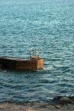 游泳的梯子在海洋 免版税库存图片