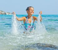 游泳的逗人喜爱的女孩 库存照片