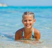 游泳的逗人喜爱的女孩 库存图片
