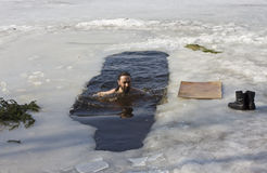 游泳者冬天 库存照片