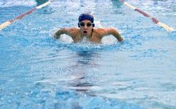 游泳者少年 免版税库存图片