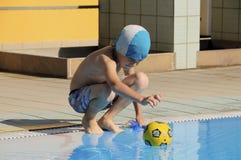 游泳者年轻人 免版税库存图片