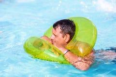 游泳者的人游泳场的 库存图片