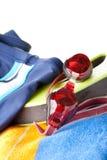 游泳裤、风镜和毛巾 库存图片