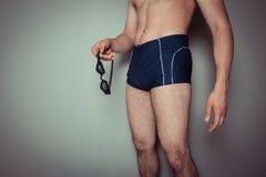 游泳裤的年轻人 库存图片