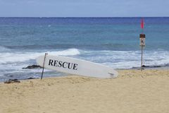 游泳警告海滩 免版税库存照片