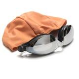 游泳风镜和毛巾 免版税图库摄影