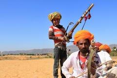 游牧人戏剧ravanahatha在沙漠 免版税库存图片