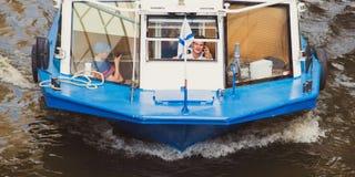 游船船长-圣彼得堡的人们 库存照片