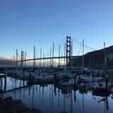 从游艇俱乐部的金门大桥 免版税库存图片