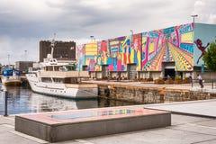 游艇停泊了在镇码头在Aker Brygge,奥斯陆,挪威 免版税库存图片