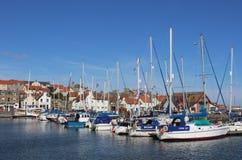 游艇和其他小船在Anstruther怀有,鼓笛 免版税库存图片