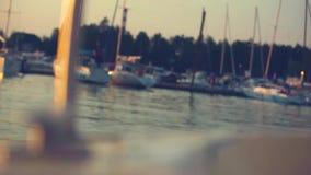 从游艇和太阳的被弄脏的鼻子的日落视图 影视素材