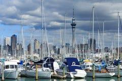 游艇和小船在港口 免版税库存图片
