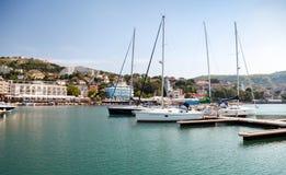 游艇和小船在巴尔奇克小游艇船坞被停泊 免版税图库摄影