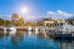 游艇和船在亚喀巴,约旦小游艇船坞最南端的市, p 库存照片