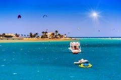 游艇和风筝运动员 库存图片