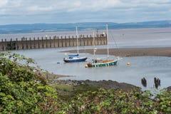 游艇在出海口保护 免版税库存照片