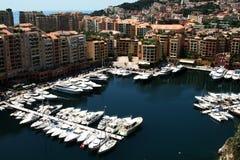 游艇在摩纳哥的港口 免版税库存照片