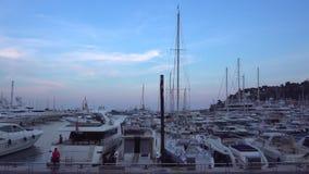 游艇在晚上在摩纳哥 股票视频