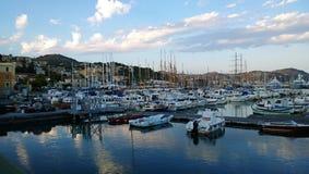 游艇在港口在晚上 免版税库存照片