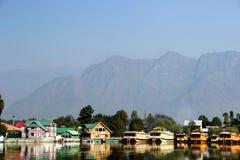 游艇在湖 免版税库存照片