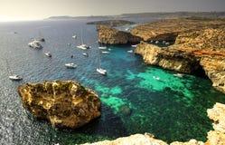 游艇在科米诺岛海岛,马耳他 免版税库存照片