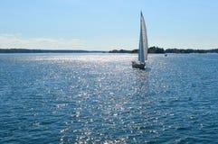 游艇在1000个海岛和金斯敦安大略的 库存图片