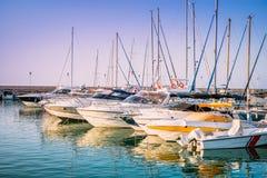 游艇在Latchi村庄港口  帕福斯区,塞浦路斯 免版税库存照片