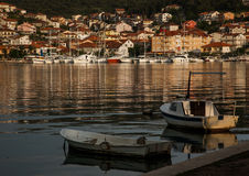 游艇小游艇船坞和小渔船 库存图片