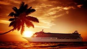 游艇游轮海海洋热带风景概念 免版税库存图片