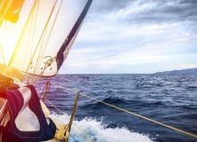 游艇白色风帆  图库摄影