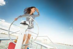 游艇的女孩上尉 免版税库存图片